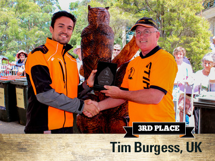 Tim Burgess (UK) accepting his award from Lee Gooch (STIHL Australia) for 'Community'
